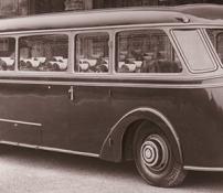 1935_der_erste_stromlinienbus_8831-50cbe2c29a74e060c147e2393003b117.png